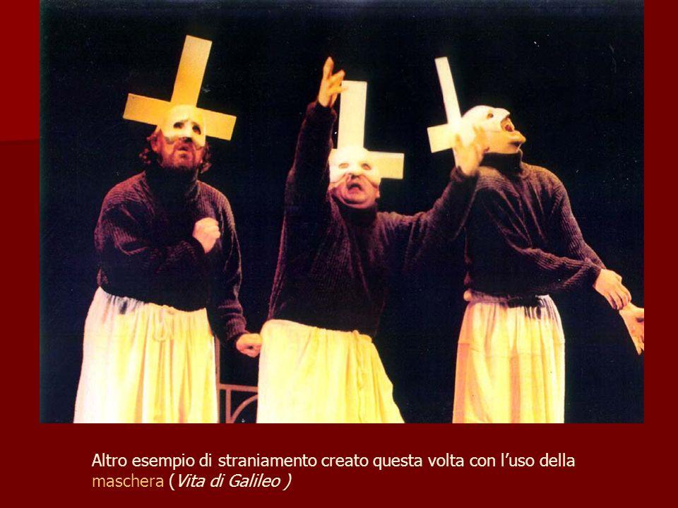 Altro esempio di straniamento creato questa volta con luso della maschera (Vita di Galileo )