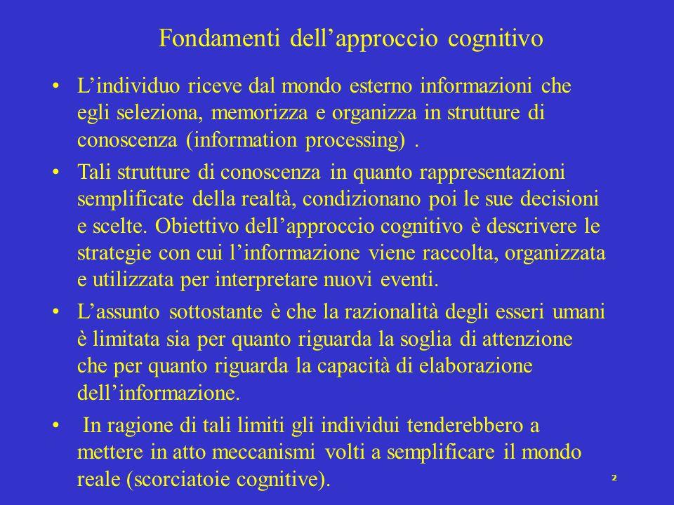 2 Lindividuo riceve dal mondo esterno informazioni che egli seleziona, memorizza e organizza in strutture di conoscenza (information processing).
