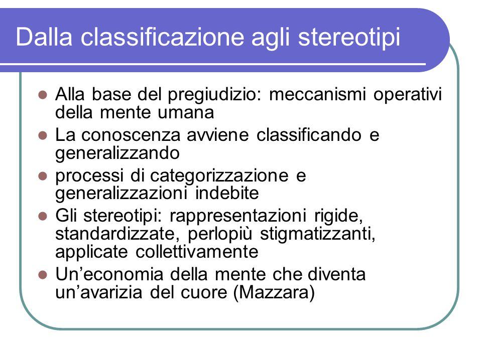 Dalla classificazione agli stereotipi Alla base del pregiudizio: meccanismi operativi della mente umana La conoscenza avviene classificando e generali
