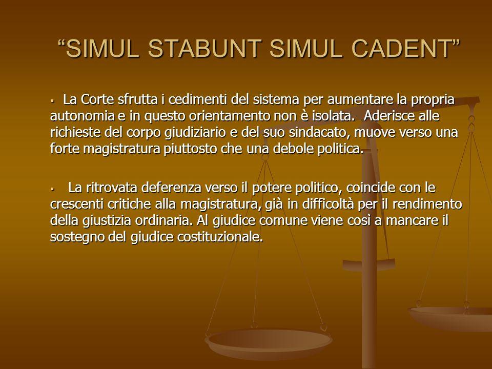 SIMUL STABUNT SIMUL CADENTSIMUL STABUNT SIMUL CADENT La Corte sfrutta i cedimenti del sistema per aumentare la propria autonomia e in questo orientamento non è isolata.