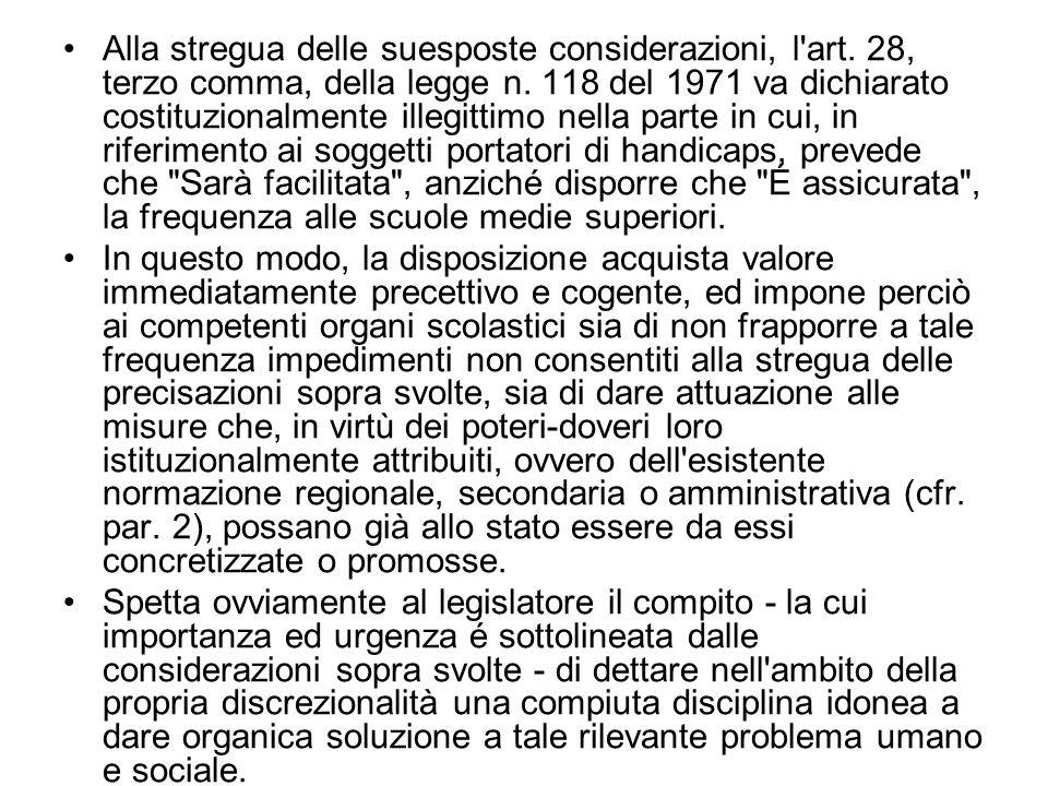 Alla stregua delle suesposte considerazioni, l'art. 28, terzo comma, della legge n. 118 del 1971 va dichiarato costituzionalmente illegittimo nella pa