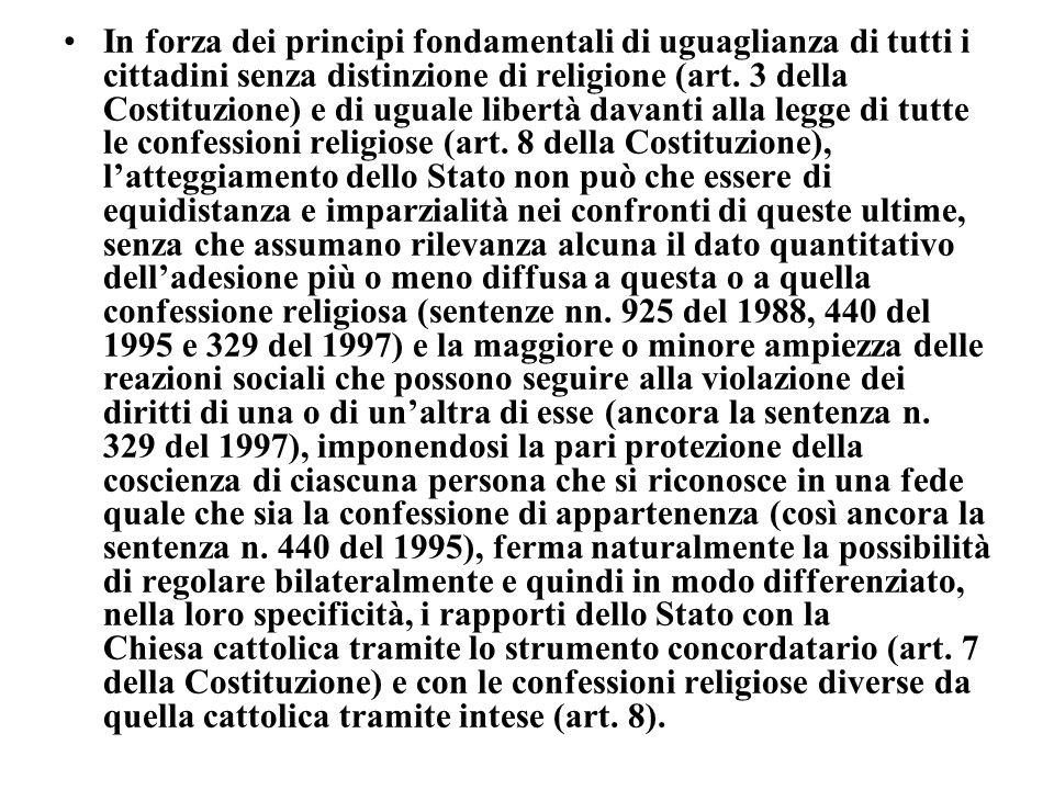 In forza dei principi fondamentali di uguaglianza di tutti i cittadini senza distinzione di religione (art. 3 della Costituzione) e di uguale libertà