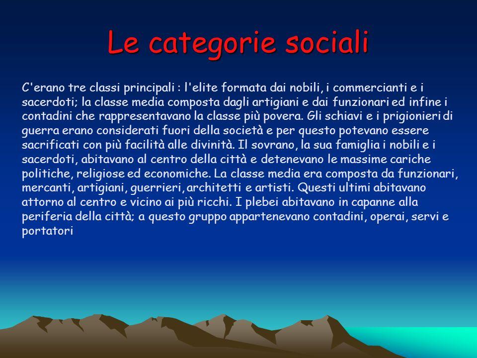 Le categorie sociali C'erano tre classi principali : l'elite formata dai nobili, i commercianti e i sacerdoti; la classe media composta dagli artigian