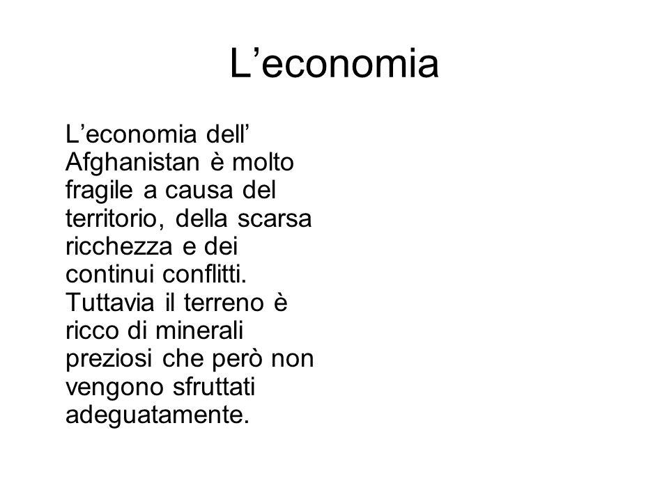 Leconomia Leconomia dell Afghanistan è molto fragile a causa del territorio, della scarsa ricchezza e dei continui conflitti.