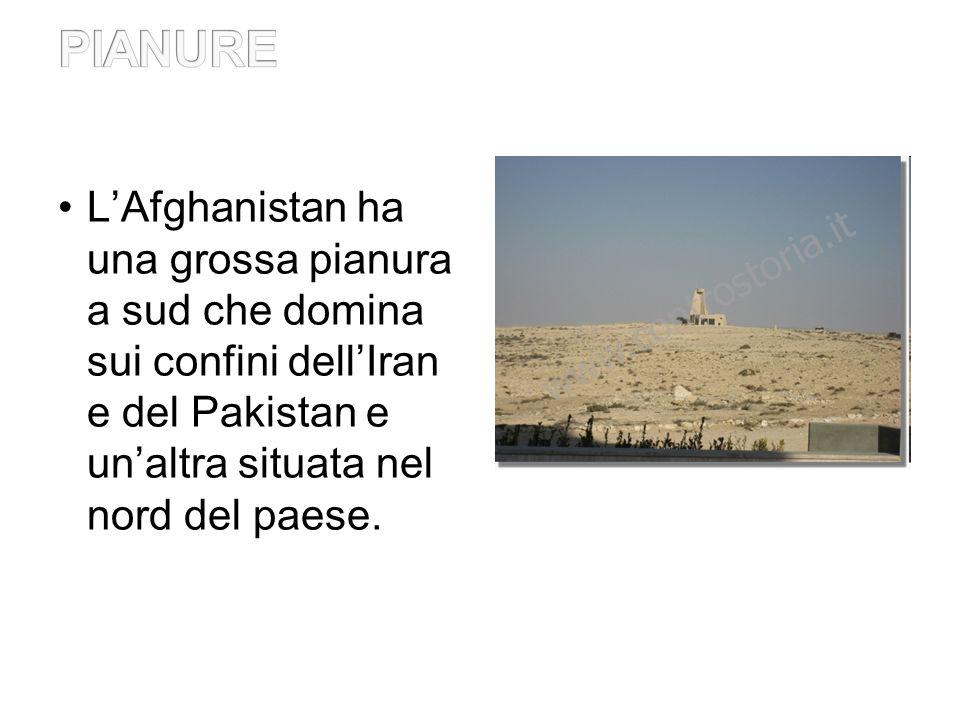 LAfghanistan ha una superficie di 647.500 km², con una larghezza complessiva da est a ovest di 1240 km, mentre da nord a sud di 565 km.