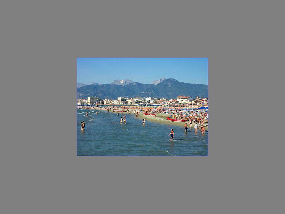 La rotonda del Bagno Balena a Viareggio