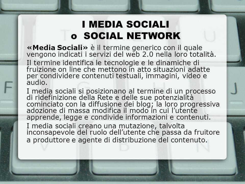 I MEDIA SOCIALI o SOCIAL NETWORK «Media Sociali» è il termine generico con il quale vengono indicati i servizi del web 2.0 nella loro totalità. Il ter