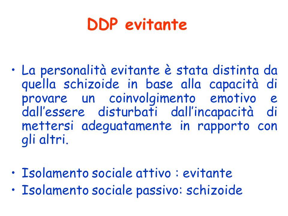 DDP evitante La personalità evitante è stata distinta da quella schizoide in base alla capacità di provare un coinvolgimento emotivo e dallessere dist