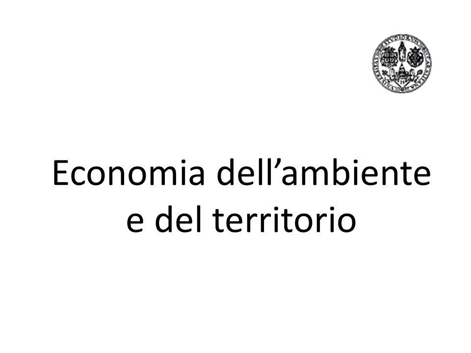 Si definisce economia dell ambiente: lo studio sulla regolazione delle attività inquinanti e la valutazione delle bellezze ambientali concetto logicamente distinto da quello di economia delle risorse naturali: lo studio dell allocazione e dello sfruttamento delle risorse rinnovabili e non rinnovabili.