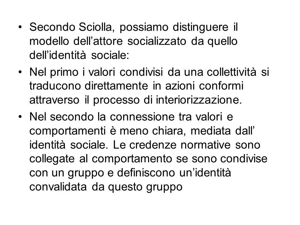 Secondo Sciolla, possiamo distinguere il modello dellattore socializzato da quello dellidentità sociale: Nel primo i valori condivisi da una collettiv