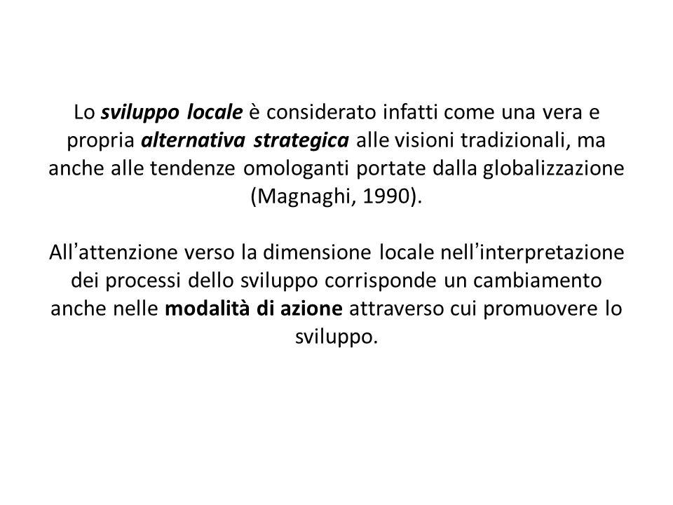 Lagglomerazione di imprese a livello locale e loperare delle economie esterne costituiscono i fattori chiave dello sviluppo dei distretti industriali italiani (Becattini, 1987 e 1989; Conti e Sforzi, 1997).