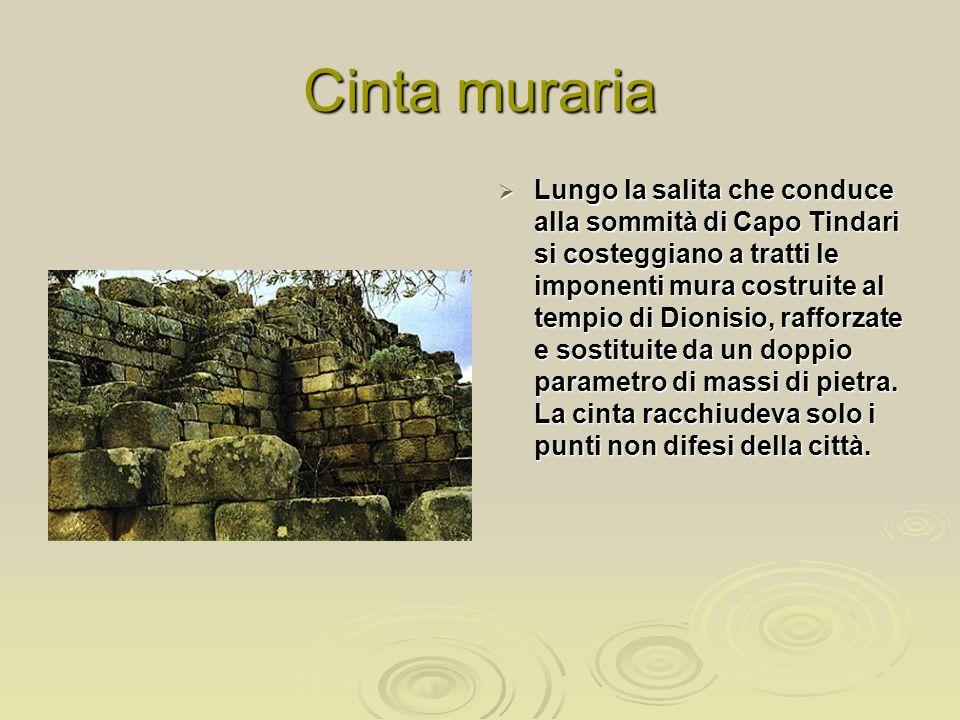 Cinta muraria Lungo la salita che conduce alla sommità di Capo Tindari si costeggiano a tratti le imponenti mura costruite al tempio di Dionisio, rafforzate e sostituite da un doppio parametro di massi di pietra.