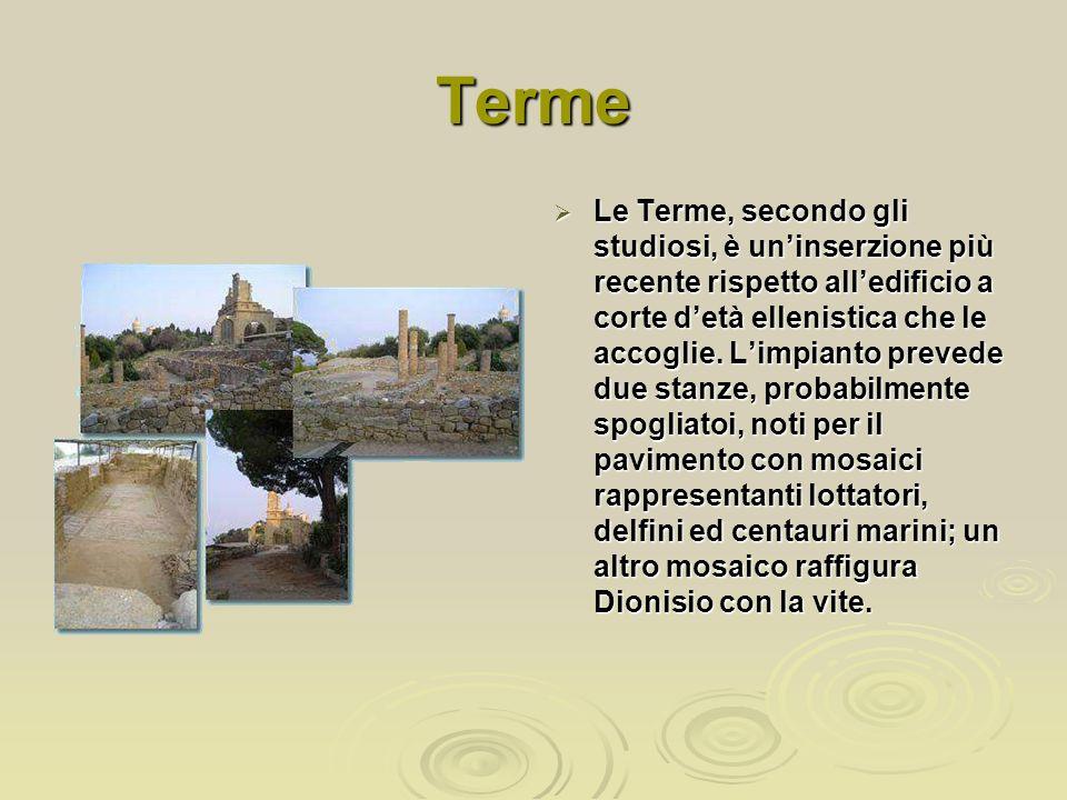 Terme Le Terme, secondo gli studiosi, è uninserzione più recente rispetto alledificio a corte detà ellenistica che le accoglie. Limpianto prevede due