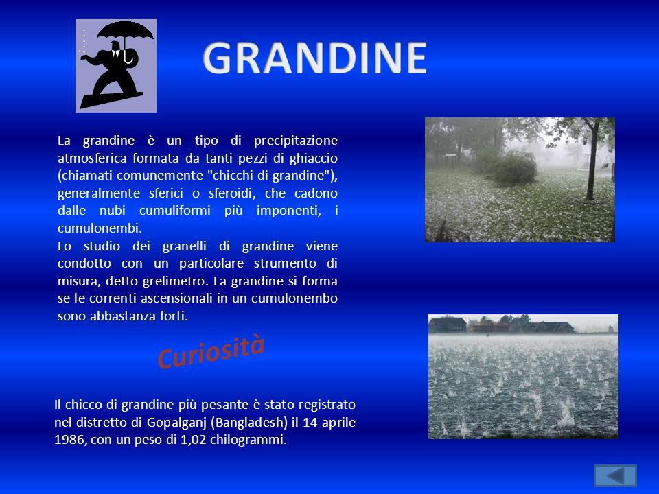 La grandine è un tipo di precipitazione atmosferica formata da tanti pezzi di ghiaccio (chiamati comunemente