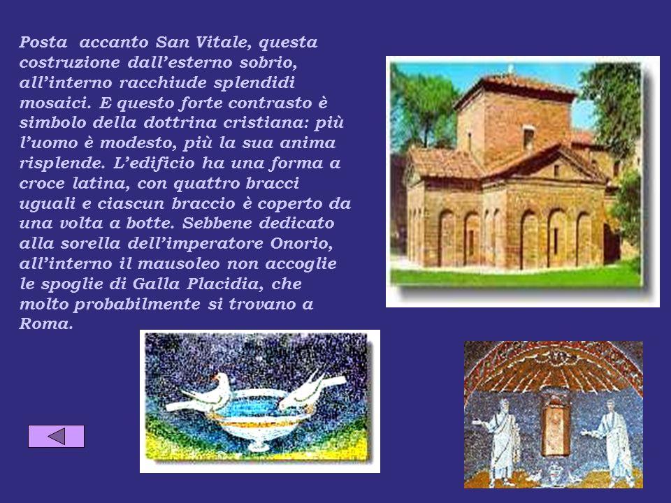 Posta accanto San Vitale, questa costruzione dallesterno sobrio, allinterno racchiude splendidi mosaici.