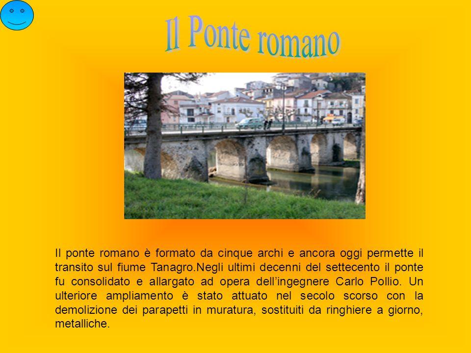 Il ponte romano è formato da cinque archi e ancora oggi permette il transito sul fiume Tanagro.Negli ultimi decenni del settecento il ponte fu consoli