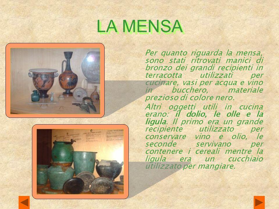 LA MENSA Per quanto riguarda la mensa, sono stati ritrovati manici di bronzo dei grandi recipienti in terracotta utilizzati per cucinare, vasi per acqua e vino in bucchero, materiale prezioso di colore nero.