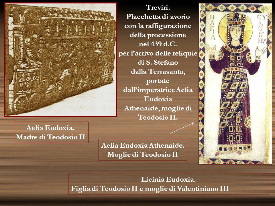 Treviri. Placchetta di avorio con la raffigurazione della processione nel 439 d.C. per larrivo delle reliquie di S. Stefano dalla Terrasanta, portate