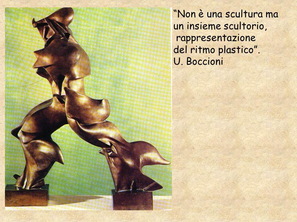 Non è una scultura ma un insieme scultorio, rappresentazione del ritmo plastico. U. Boccioni