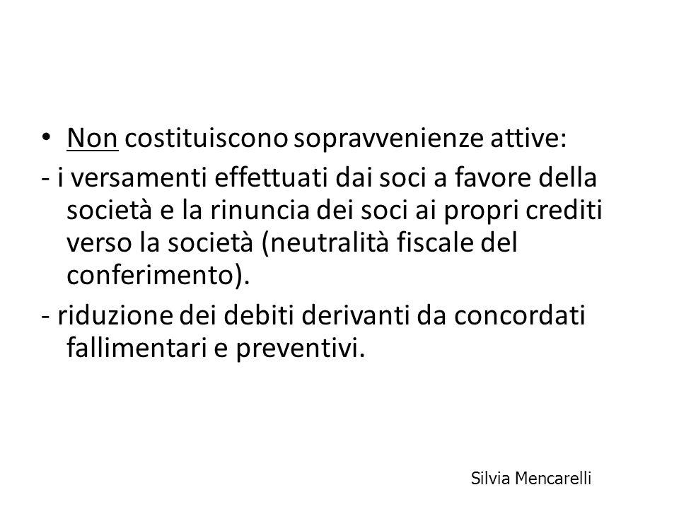 Non costituiscono sopravvenienze attive: - i versamenti effettuati dai soci a favore della società e la rinuncia dei soci ai propri crediti verso la s