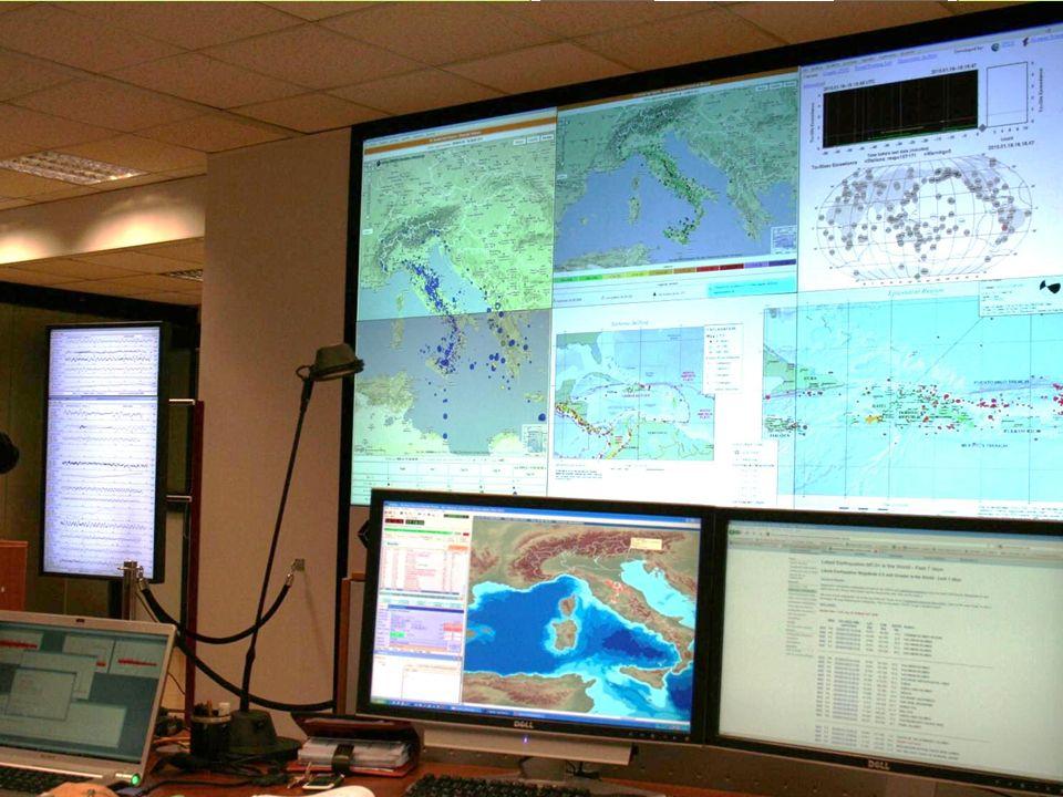 I segnali sismici acquisiti arrivano, in tempo reale, alla Sala di monitoraggio sismico di Roma presidiata h24, dove personale specializzato li elabor