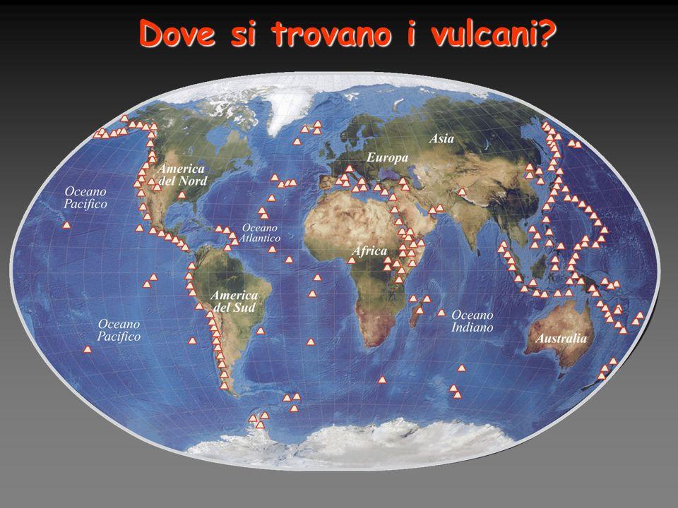 La maggior parte dei vulcani si trova lungo i margini delle placche litosferiche.