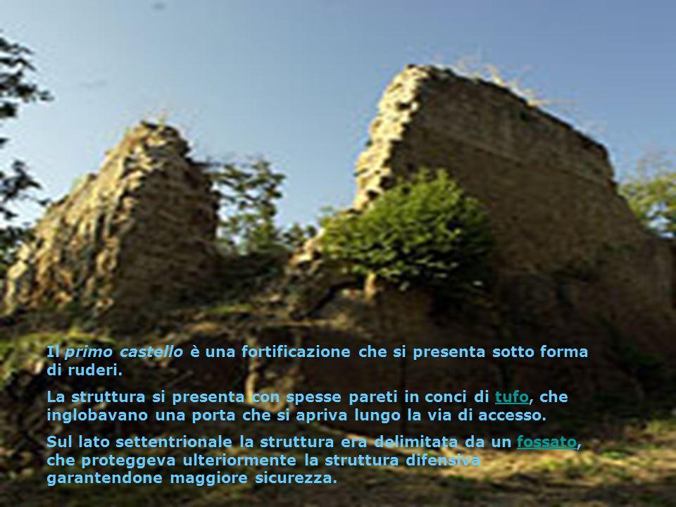 Il primo castello è una fortificazione che si presenta sotto forma di ruderi. La struttura si presenta con spesse pareti in conci di tufo, che ingloba