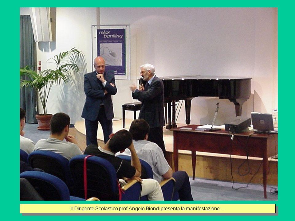 Il Dirigente Scolastico prof.Angelo Biondi presenta la manifestazione…