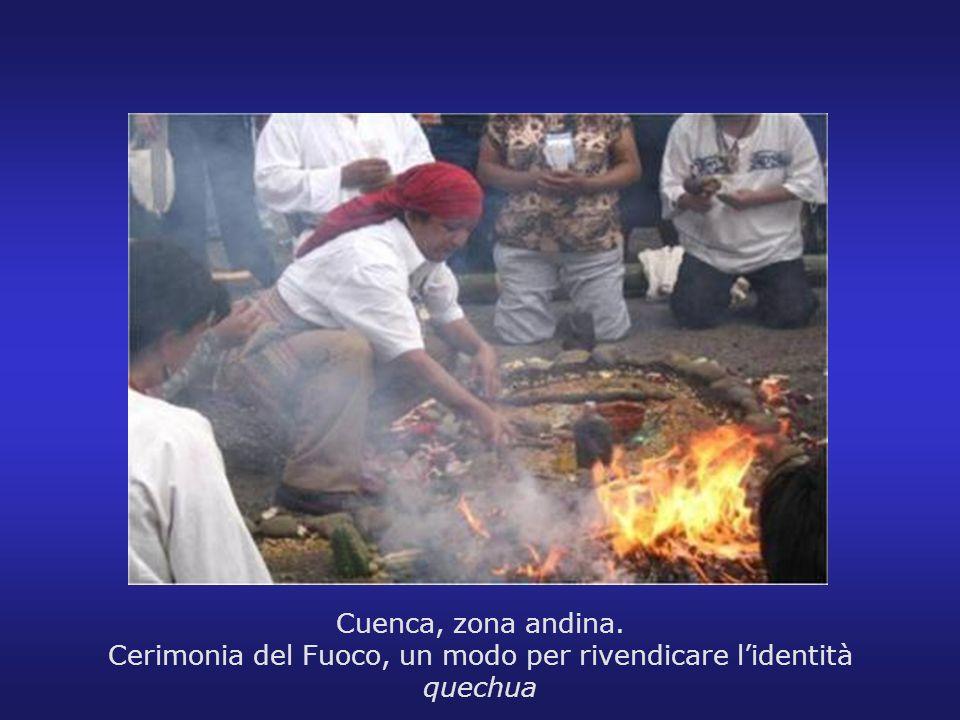 Cuenca, zona andina. Cerimonia del Fuoco, un modo per rivendicare lidentità quechua