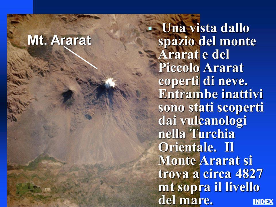 Una vista dallo spazio del monte Ararat e del Piccolo Ararat coperti di neve. Entrambe inattivi sono stati scoperti dai vulcanologi nella Turchia Orie