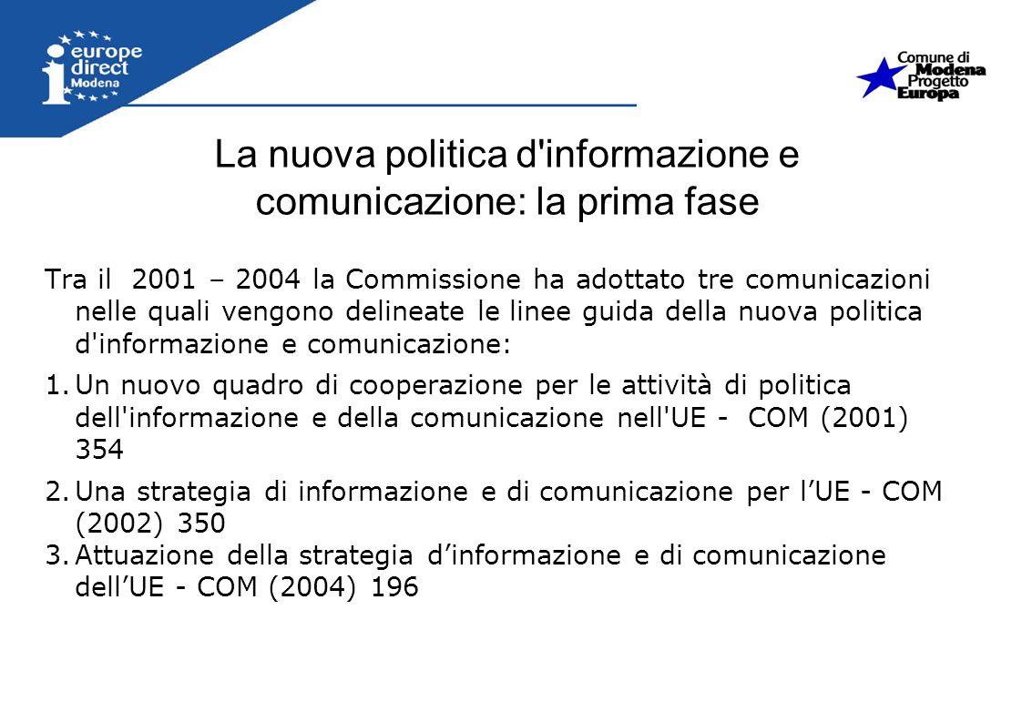 La nuova politica d'informazione e comunicazione: la prima fase Tra il 2001 – 2004 la Commissione ha adottato tre comunicazioni nelle quali vengono de