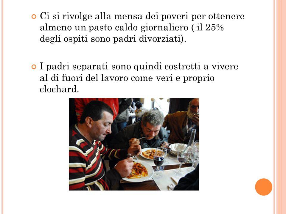 Ci si rivolge alla mensa dei poveri per ottenere almeno un pasto caldo giornaliero ( il 25% degli ospiti sono padri divorziati). I padri separati sono