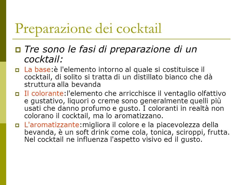 Preparazione dei cocktail Tre sono le fasi di preparazione di un cocktail: La base:è l'elemento intorno al quale si costituisce il cocktail, di solito