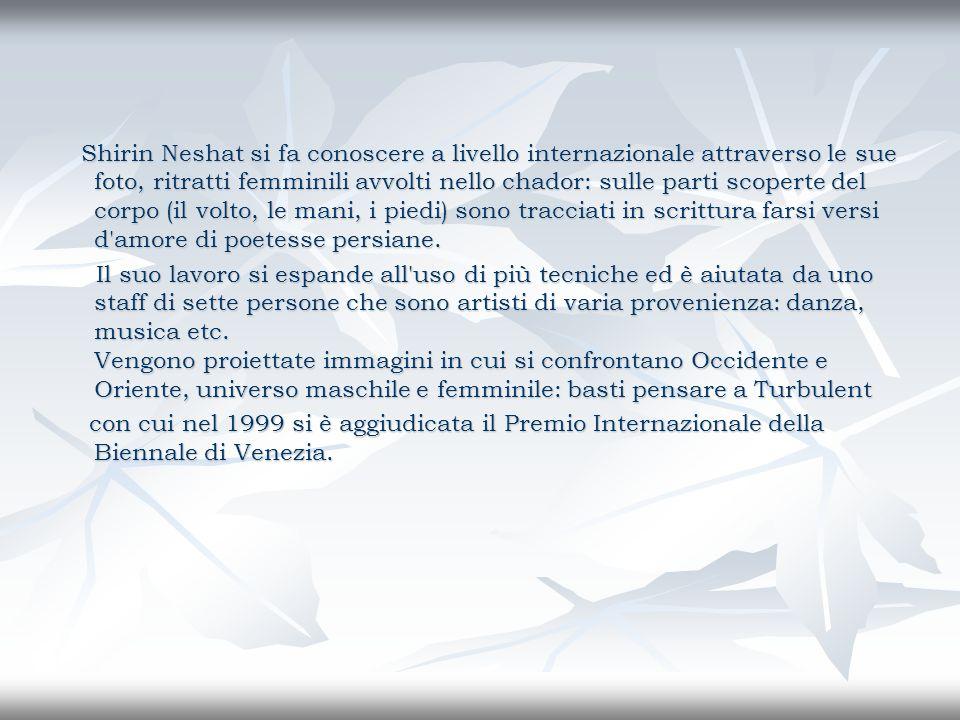 Shirin Neshat si fa conoscere a livello internazionale attraverso le sue foto, ritratti femminili avvolti nello chador: sulle parti scoperte del corpo