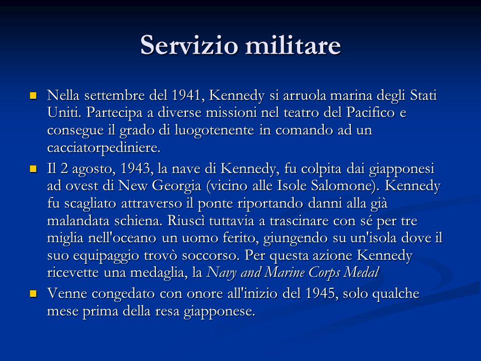 Servizio militare Nella settembre del 1941, Kennedy si arruola marina degli Stati Uniti. Partecipa a diverse missioni nel teatro del Pacifico e conseg