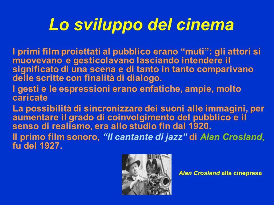 Lo sviluppo del cinema I primi film proiettati al pubblico erano muti: gli attori si muovevano e gesticolavano lasciando intendere il significato di u