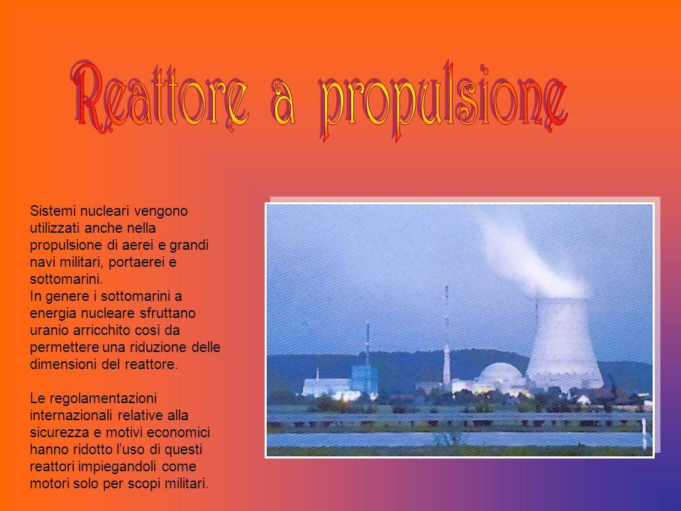 Sistemi nucleari vengono utilizzati anche nella propulsione di aerei e grandi navi militari, portaerei e sottomarini. In genere i sottomarini a energi