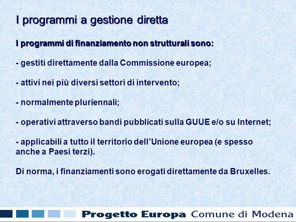 I programmi di finanziamento non strutturali sono: - gestiti direttamente dalla Commissione europea; - attivi nei più diversi settori di intervento; - normalmente pluriennali; - operativi attraverso bandi pubblicati sulla GUUE e/o su Internet; - applicabili a tutto il territorio dellUnione europea (e spesso anche a Paesi terzi).