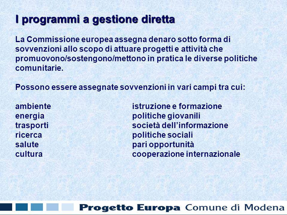 La Commissione europea assegna denaro sotto forma di sovvenzioni allo scopo di attuare progetti e attività che promuovono/sostengono/mettono in pratica le diverse politiche comunitarie.