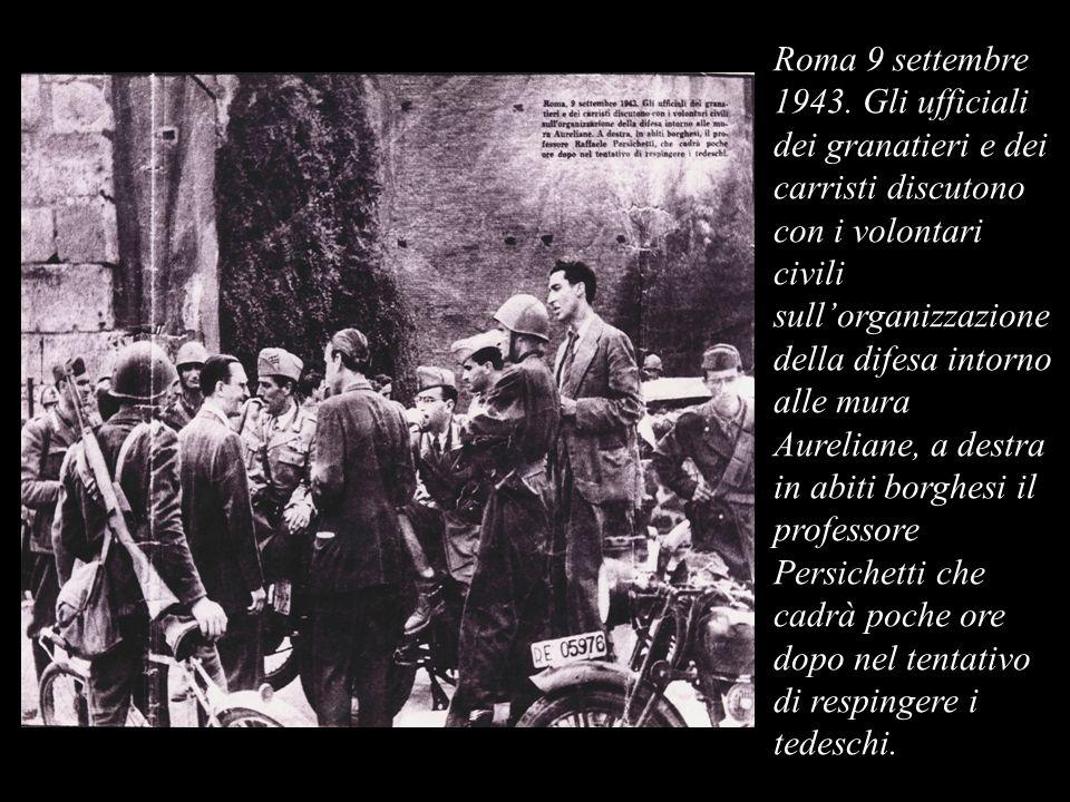 Roma 9 settembre 1943. Gli ufficiali dei granatieri e dei carristi discutono con i volontari civili sullorganizzazione della difesa intorno alle mura