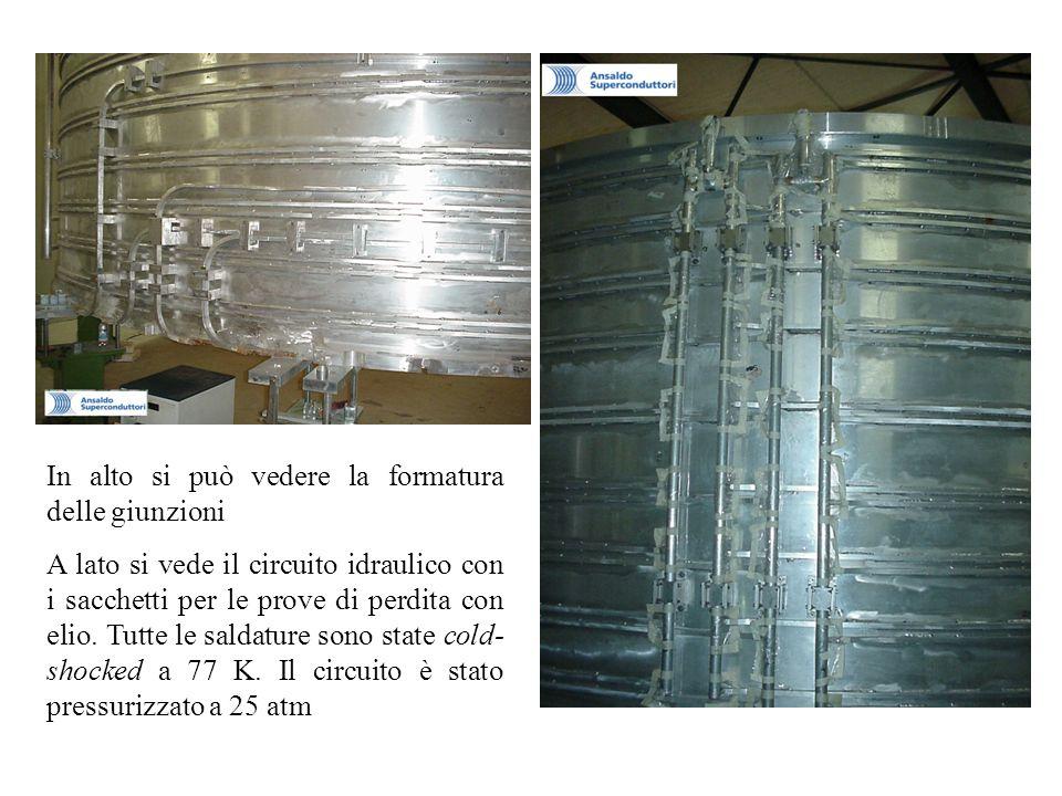 In alto si può vedere la formatura delle giunzioni A lato si vede il circuito idraulico con i sacchetti per le prove di perdita con elio. Tutte le sal