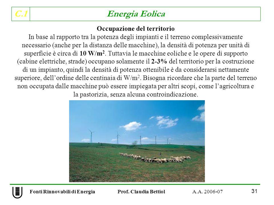 C.1 Energia Eolica 31 Occupazione del territorio In base al rapporto tra la potenza degli impianti e il terreno complessivamente necessario (anche per la distanza delle macchine), la densità di potenza per unità di superficie è circa di 10 W/m 2.