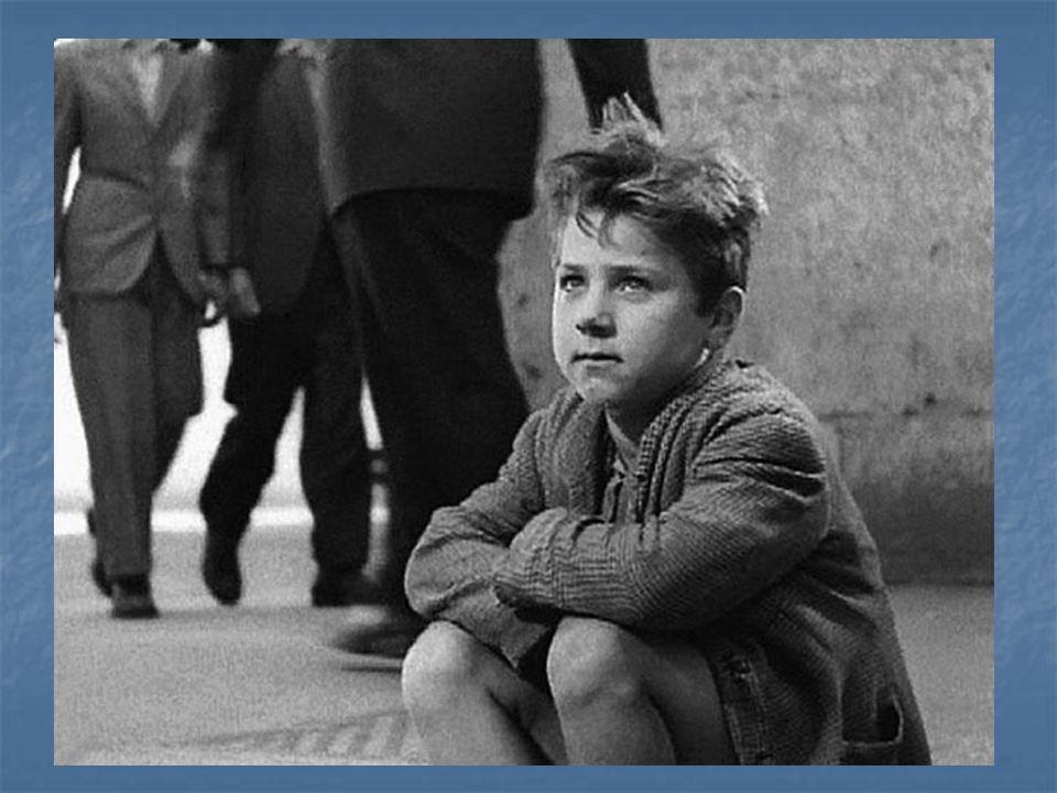 A Napoli … Lo sfruttamento minorile ha costituito maggiormente in passato e costituisce in parte tuttora un aspetto molto importante delleconomia partenopea.