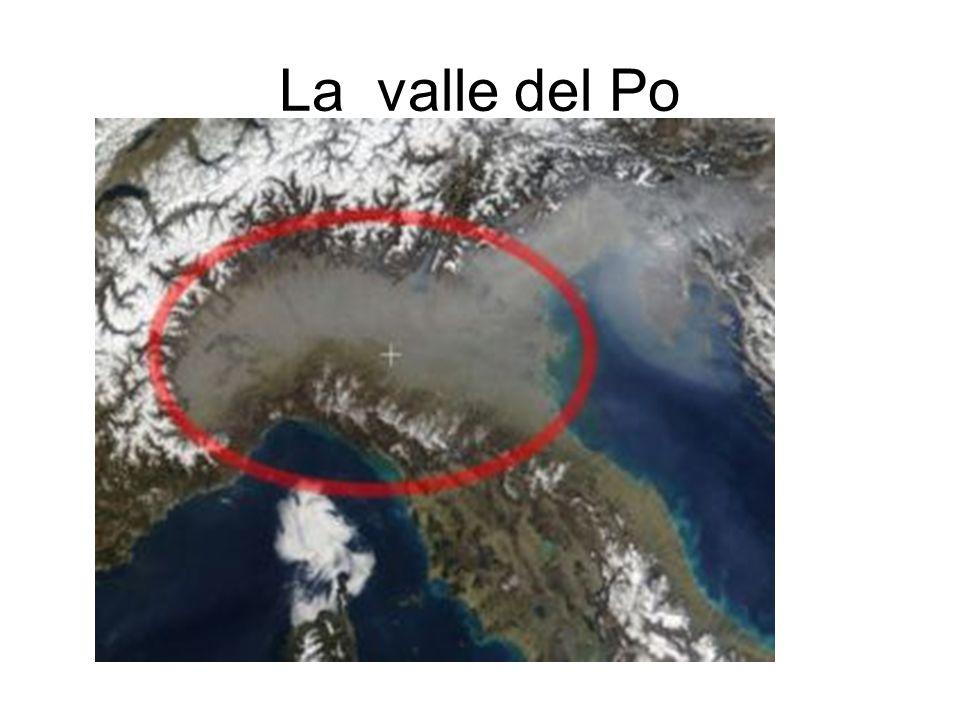 Il regno delle acque Vasta conca attraversata dai fiumi alpini Il più complesso sistema idrografico dEuropa Per Millenni dominio delle acque(Padusia) Trasporto in barca Molte aree ad altimetria negativa