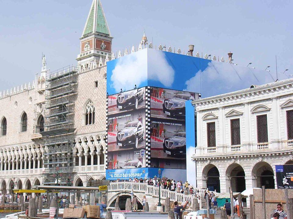 La Biblioteca Marciana fu edificata dalla Repubblica per custodire i codici del Bessarione che perpetuarono a Venezia la cultura classica