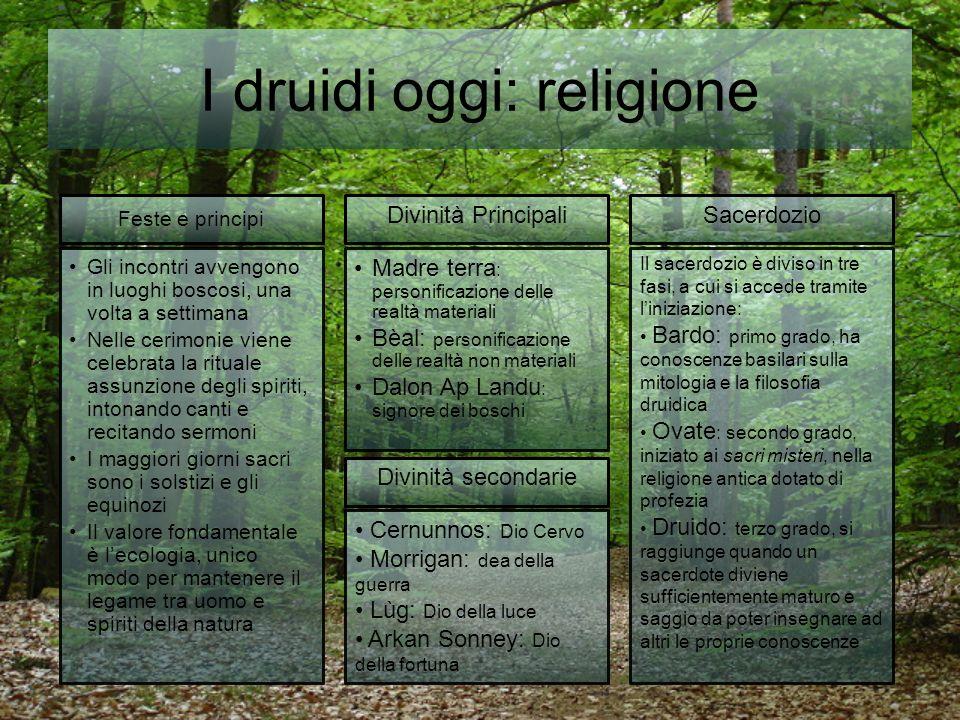 I druidi oggi: religione Gli incontri avvengono in luoghi boscosi, una volta a settimana Nelle cerimonie viene celebrata la rituale assunzione degli s