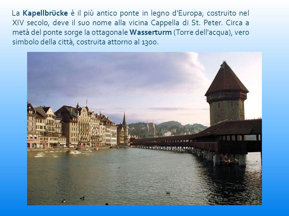 La Kapellbrücke è il più antico ponte in legno d'Europa; costruito nel XIV secolo, deve il suo nome alla vicina Cappella di St. Peter. Circa a metà de