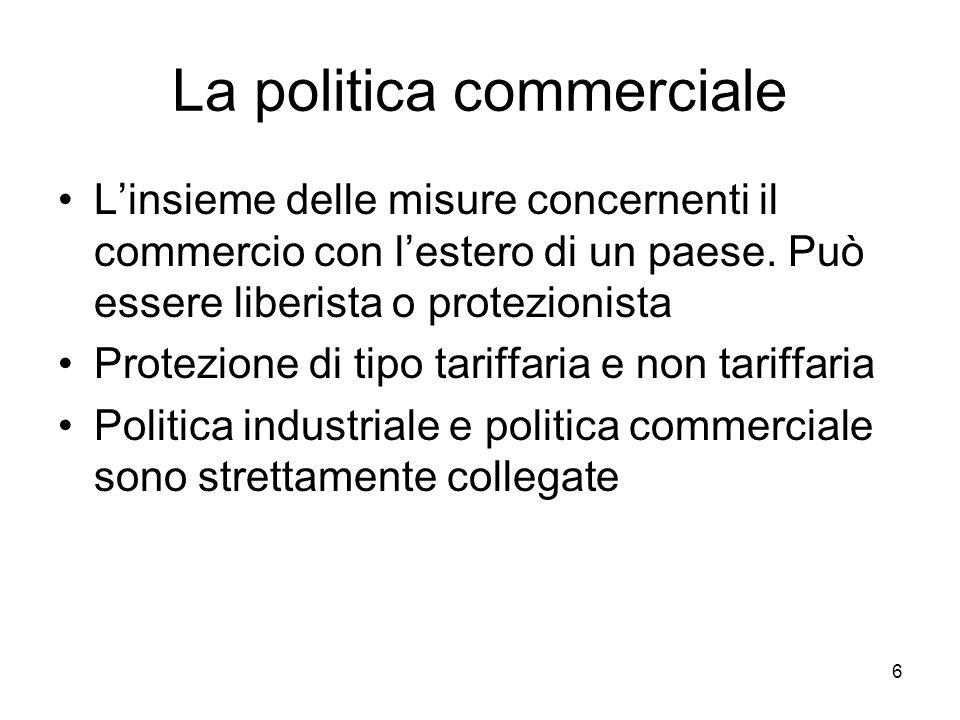 6 La politica commerciale Linsieme delle misure concernenti il commercio con lestero di un paese. Può essere liberista o protezionista Protezione di t