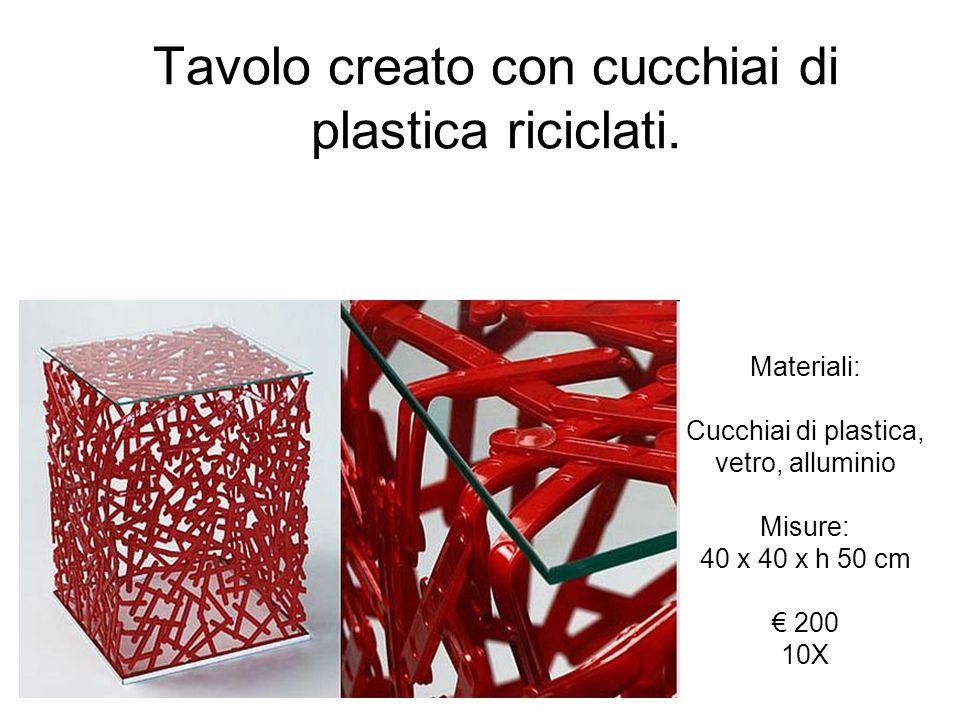 Tavolo creato con cucchiai di plastica riciclati. Materiali: Cucchiai di plastica, vetro, alluminio Misure: 40 x 40 x h 50 cm 200 10X