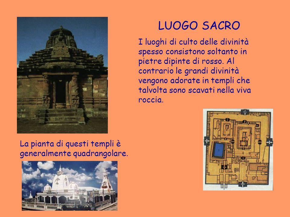 LUOGO SACRO I luoghi di culto delle divinità spesso consistono soltanto in pietre dipinte di rosso. Al contrario le grandi divinità vengono adorate in